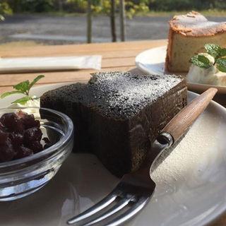 黒ごまケーキ(ひなた茶屋)