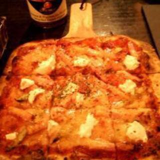 道産アスパラとベーコンとリコッタチーズのピッツァ(果実倶楽部818)