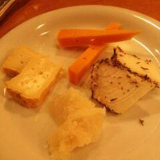 チーズ盛り合わせ(みすと )
