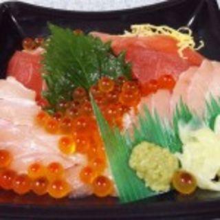 おまかせ丼(味彩 (アジサイ))