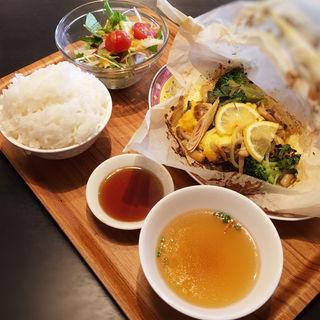 長浜鮮魚の紙包み蒸しランチ(シンガポール・シーフード・リパブリック 福岡天神店)