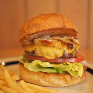 パイナップルチーズバーガー(The Burgerlion-バーガリオン)