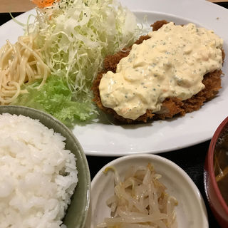 チキンカツのタルタルソースがけ(ワタライ食堂 )