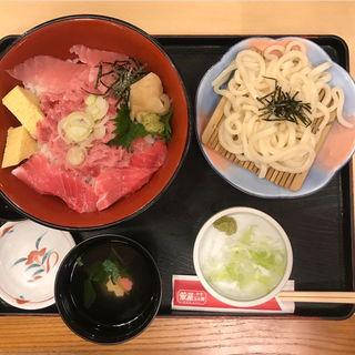 まぐろ三色丼(小うどん付)(華屋与兵衛 花小金井店 )