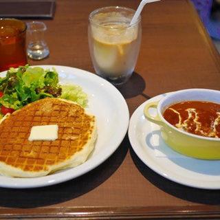 ビーフシチューとワッフルパンケーキのランチセット(メロウ ブラウン コーヒー 自由が丘本店 (MELLOW BROWN COFFEE))