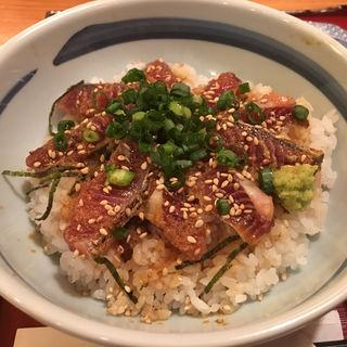 カツオの腹皮タタキ丼(薩摩焼酎 地鶏のお店 とーごー)