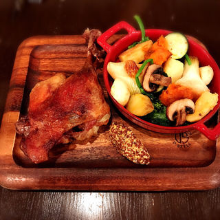 鴨モモ肉のコンフィ(Bar à Vin ムッシュ ヨースケ (バーラヴァンムッシュヨースケ))