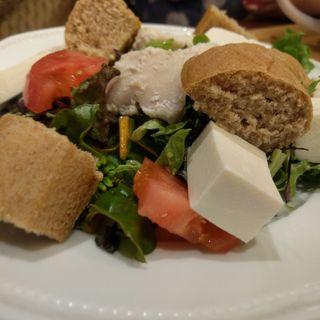 豆腐と鶏肉のオープンサラザ(パブリックラウンジ)