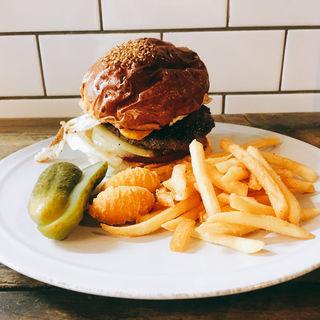 ベーシックハンバーガー(エッグ+テリヤキソース)(THE BURGERS)