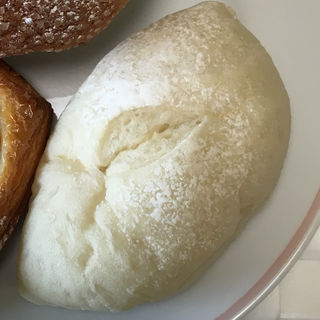 クリームパン(ブーランジェリー ファミーユ)