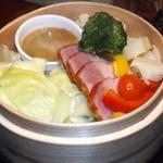 厚切りベーコンとごろっと野菜の蒸籠蒸し~特製バーニャカウダ~