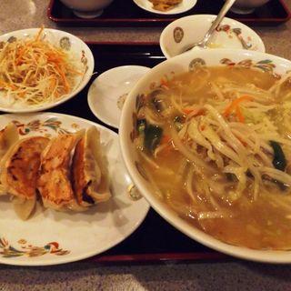 湯麺&餃子(満堂紅)