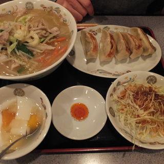 タン麺&餃子定食(満堂紅)