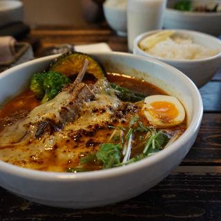 ラムチョップとラムひき肉のスープカレー(奥芝商店 札幌本店 (オクシバショウテン))