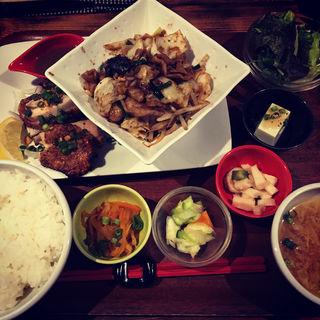 白もつ炒め&鶏モモ小悪魔焼(CAFEオヤジ )