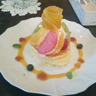 マンゴーとフルーツのパンケーキ(カフェアンジェ (Cafe Ange))