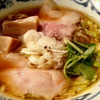 鶏醤油らーめん 細麺(温鶏 )