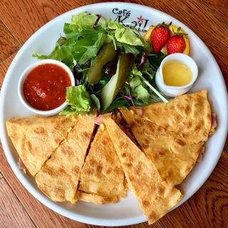 ケサディーヤ(ドライトマト)(Cafe Kaila舞浜店 )