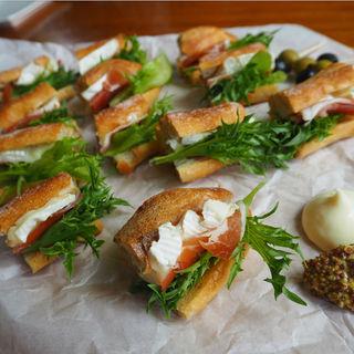 生ハムとカマンベールチーズの天然酵母バケットサンド(La petite maison (ラ・プティ・メゾン))