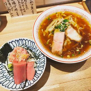 蔵出し醤油らーめん&本鮪トロたくちらし(小)(きたかた食堂 神保町店)