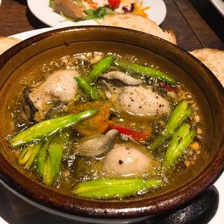 牡蠣のアヒージョ(ヴェントフェリーチェ (Vento Felicie))