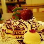 真っ赤な林檎のクリスマスパンケーキ