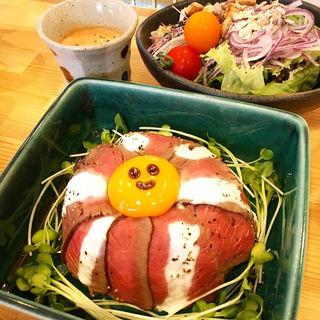 ローストビーフ丼(romie's)