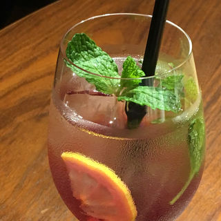 クランベリー100 と緑茶のノンアルコールモヒート(ノードウエハラ カフェアンドバーデリ (NODE UEHARA Cafe,Ber&Deli))