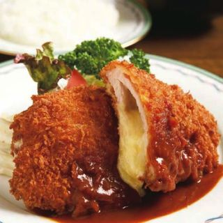 チーズ入りロースカツ(ライス味噌汁付)(キッチンマカベ)