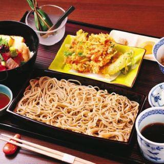 桜海老かき揚げせいろと海鮮ちらし丼膳 (銀座 久保田)