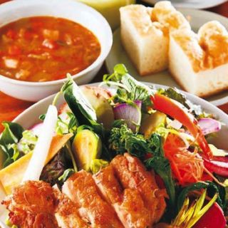 ローストチキンの無農薬野菜サラダランチ (ラシーヌ ミートボールアンドローカル テーブル (RACINES Meatball&Local Table))
