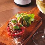 牡蠣の燻製と桜肉のタルタル