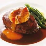 牛・鴨・豚のハンバーグ 赤ワインデミグラスソース  ポーチドエッグ添え(昼限定20食)