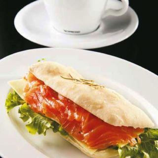 サーモンのパニーニ(360 イタリアン レストラン (360 ITALIAN RESTAURANT))