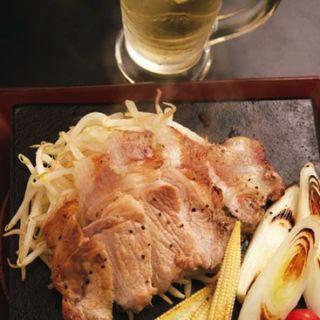 ★梅山豚ロース 炭火焼ステーキ(燻製・炭火串焼・鍋 kemuri銀座 )
