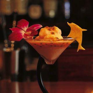 沖縄産パッションフルーツとパイナップルのスムージー・カクテル(Bar Misty)