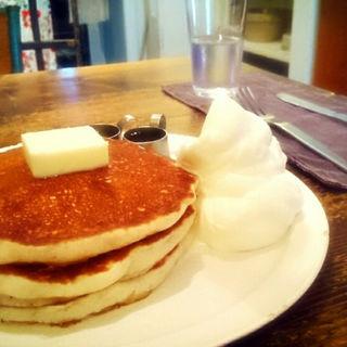 バターミルクパンケーキ+生クリーム(ももちどり)