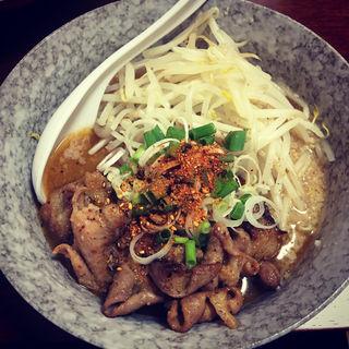 ホルモン・ザ・ニンニク麺(麺屋てん)