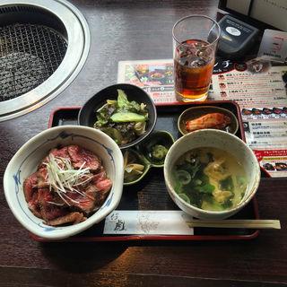 和風ローストビーフ丼(米沢牛焼肉 仔虎 仙台駅前店 (コトラ))