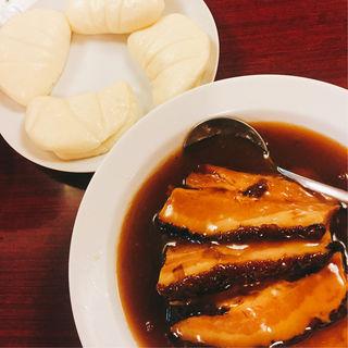 豚肉の角煮と蒸しパンセット(馬さんの店 龍仙)