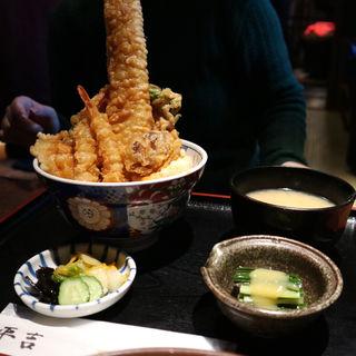 葱やのはみ出し天丼 上盛(葱や平吉 高瀬川店 (ねぎやへいきち))