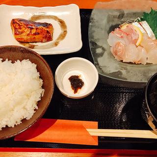刺身定食(魚雑葉 (ウオザッパ))