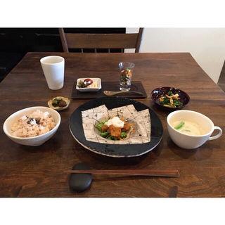 今週の穀物菜食ごはん(大豆ミートのチキン南蛮 ベジタルタルソース 季節のグリーンサラダ添え)(星月夜 )