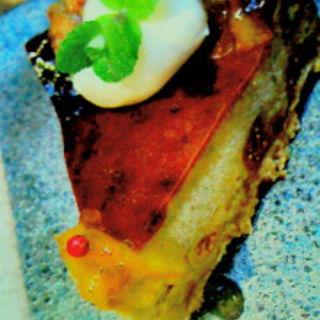 大人のブルーチーズのケーキ お酒を利かせたオレンジピールのソース添え(カフェ 火裏蓮花 (カリレンゲ))