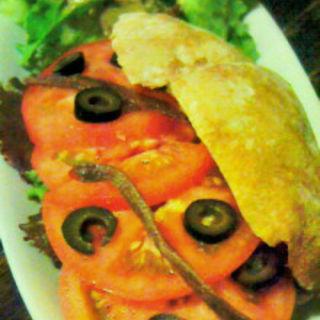 ツナとトマトとアンチョビ (カフェ コチ (CAFE KOCSI))