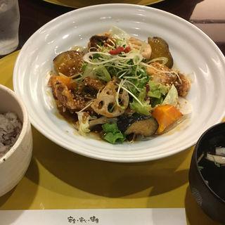 鯖の竜田揚げと黒糖黒酢あんかけ定食(さんるーむ 池袋サンシャイン店 )