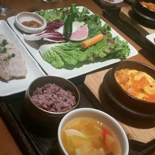 スンドゥブチゲ&薬膳ポッサムサンパセット(韓国料理 水刺齋 高島屋タイムズスクエア店 )