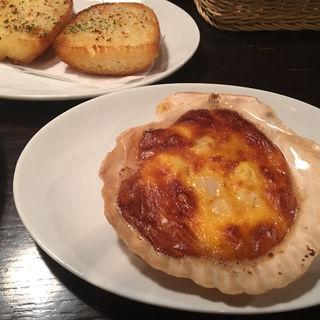 ホタテ貝のウニクリームソース & ガーリックトースト(Pasta Piccola due 車道店 (パスタ ピッコラ ドゥエ))