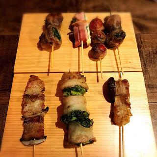 名物‼︎豚バラ野菜捲き串おまかせ7本盛(豚とバラの日々 )