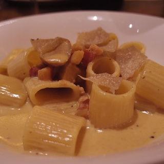 トリュフとポルチーニ茸のクリームソース(VILLA BIANCHI 丸の内OAZO店)